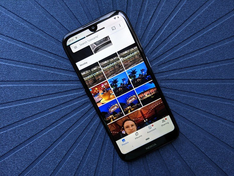 You can now chat in the Google Photos app